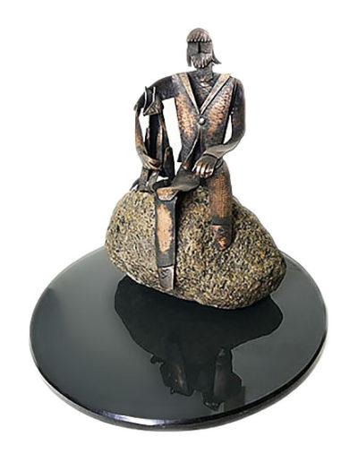 """""""Человек с собакой"""" Стекло, камень, медь. 2006г. 22х22х19см"""